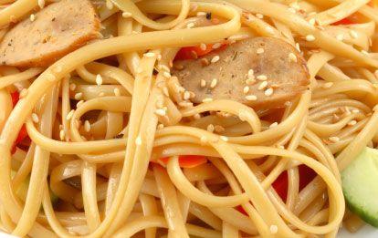 ���� - Frios macarrão temperado com óleo de gergelim e vegetais