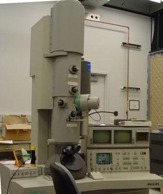 Um microscópio eletrônico utilizado no trabalho com nanotecnologia. [Crédito: Cortesia do Instituto Nacional